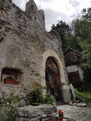 Tschenglsburg, Tschengls e Chiesa Maria di Lourdes in Lasa..