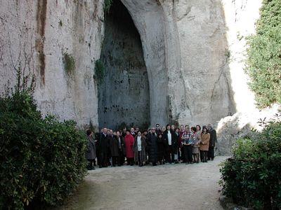 2001 SIRACUSA UN CANTO NELL'ORECCHIO DI DIONISIO